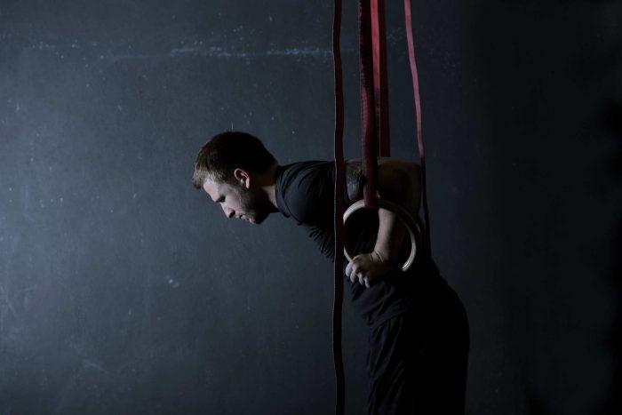 Sportler mit Gym Rings